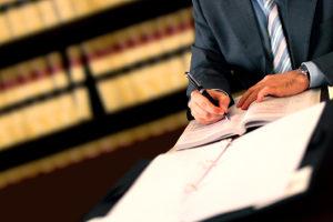 Nimmt Ihr Anwalt Akteneinsicht im Strafverfahren, fallen hierfür Kosten an.