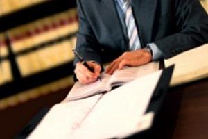 Ein Antrag auf Schmerzensgeld ohne Anzeige kann mit und ohne Anwalt stattfinden.