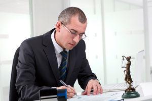 Ein Anwalt hilft Ihnen bei Ihrem Anspruch auf Schmerzensgeld wegen einer Querschnittslähmung.