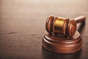 Das Bürgerliche Gesetzbuch regelt das Schmerzensgeld nach einem Rippenbruch.