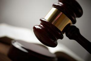 Die Diversion ist laut Definition die Möglichkeit, ein Strafverfahren vor dem Jugendgericht auf legale Weise zu vermeiden.
