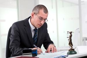 Ihr Strafverteidiger kann u. U. auch eine Einstellung des Verfahrens nach dem Einspruch gegen den Strafbefehl erreichen.