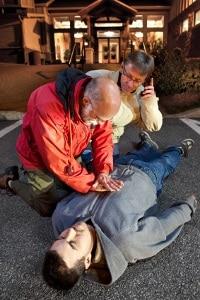 Verletzungen des Brustkorbs durch Erste Hilfe ziehen kein Schmerzensgeld nach Rippenbruch nach sich.