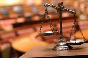 Ein Fachanwalt für Strafrecht in Berlin vertritt seine Mandanten vor Gericht.