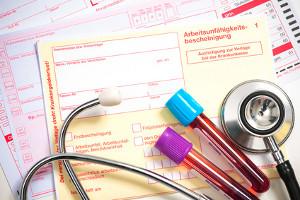 Fahrlässige Körperverlerletzung in der Medizin: Behandlungsfehler und unterlassene Behandlung können hierunter fallen.