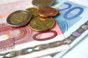 Für ein Führungszeugnis liegen die Kosten zwischen 13 und 17 Euro.