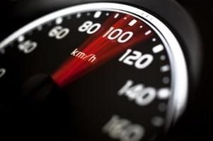 Es gibt keine starre Größe der Geschwindigkeitsänderung für das Schmerzensgeld bei einem Schleudertrauma.
