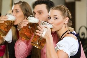 Was ist verboten im Jugendarrest? Alkohol, Fernsehen, Handy - die Jugendlichen müssen sich in Verzicht üben.
