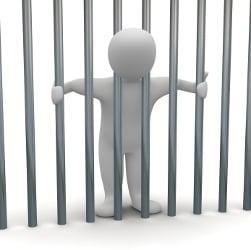 Wann droht die Verhängung von Jugendarrest?