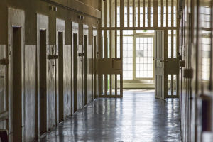 Jugendstrafe kann auf Bewährung ausgesetzt werden, wenn diese unter einem Jahr liegt.