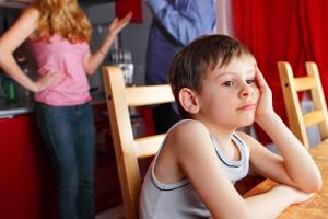 Körperverletzung bzw. Begehen durch Unterlassen setzt eine Garantenstellung voraus - wie z. B. bei Eltern und deren Kindern.