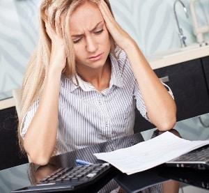 Heftige Kopfschmerzen sind ein Indiz für eine Schmerzensgeld begründende Gehirnerschütterung.