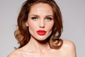 Schönheit hat ihren Preis: Eine Lippenpigmentierung kann Schmerzen bereiten.