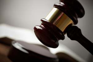 Wann ist eine Straftat ein Offizialdelikt?