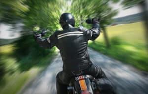 Aufgrund typischer Polytraumata kann Schmerzensgeld bei einem Motorradunfall hohe Beträge erreichen.
