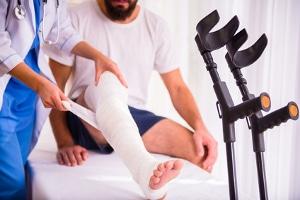Wann haben Geschädigte Anspruch auf Schmerzensgeld für einen Bruch?