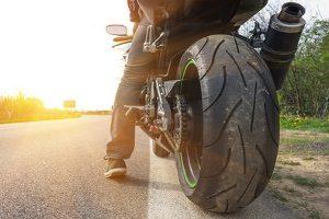 Schmerzensgeld nach einem Motorradunfall ist durch hohes Tempo und fehlende Knautschzone keine Seltenheit.