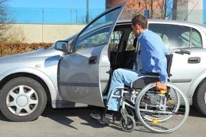 Schmerzensgeld nach einem Unfall kann für Dauerschäden als Rente ausgezahlt werden.