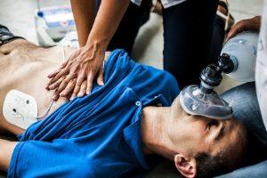 Wieviel Schmerzensgeld eingefordert werden kann, bestimmt sich unter anderem anhand der Schwere der Verletzung.