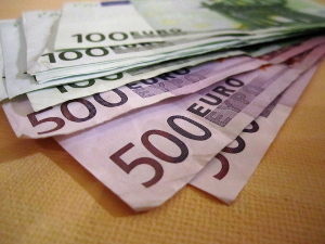 Der Erlass von einem Strafbefehl ist in aller Regel nur bei Festlegung einer Geldstrafe möglich.
