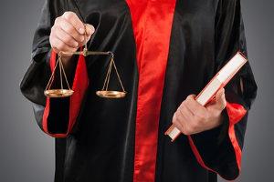 Das Strafmaß für schwere Körperverletzung liegt zwischen einem und zehn Jahren.