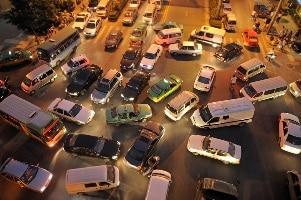 Das hohe Verkehrsaufkommen begünstigt die Entstehung von einem Unfall mit anschließendem Schmerzensgeld.