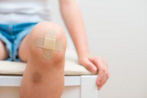 Verletzte können unter Umständen Schmerzensgeld bei einer Schürfwunde erhalten.