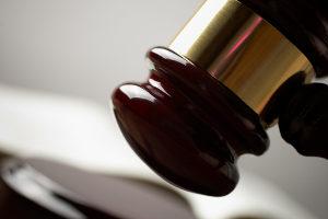 Zivilcourage: Wann fällt eine Handlung unter den Rechtfertigungsgrund der Notwehr bzw. Nothilfe?