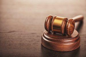 Das Zivilrecht legt fest, wann das Schmerzensgeld als Entschädigung Anwendung findet.