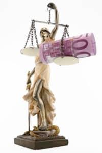 In einem Zivilverfahren können Sie Schmerzensgeld einklagen.